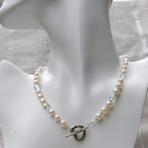 White freshwater pearl necklace 7